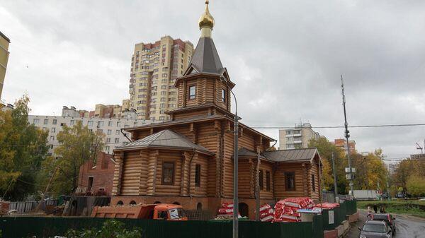 Деревянный храм в честь 12 апостолов , Москва