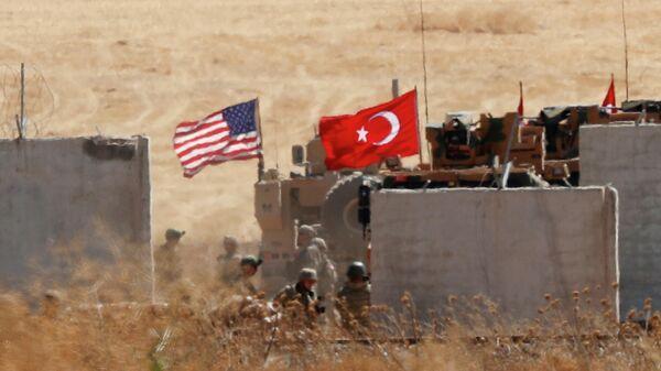 Совместный патруль США и Турции в северной части Сирии