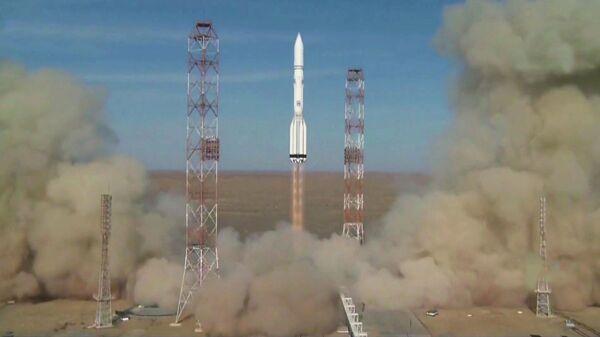 Запуск ракеты-носителя Протон-М с европейским и американским спутниками с космодрома Байконур. 9 октября 2019 (стоп-кадр трансляции)