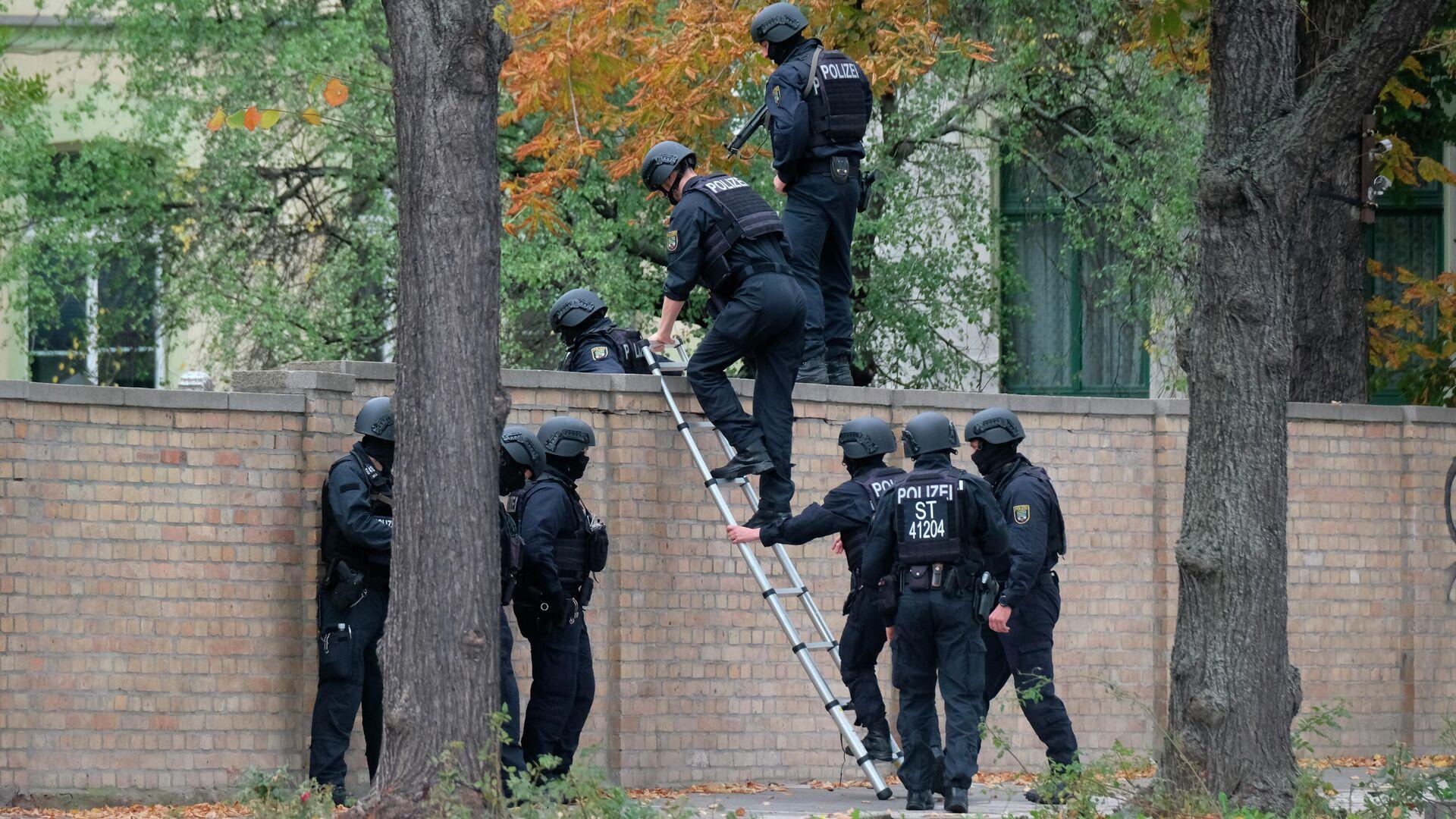 Сотрудники полиции на месте стрельбы в городе Галле, Германия. 9 октября 2019 - РИА Новости, 1920, 22.12.2020