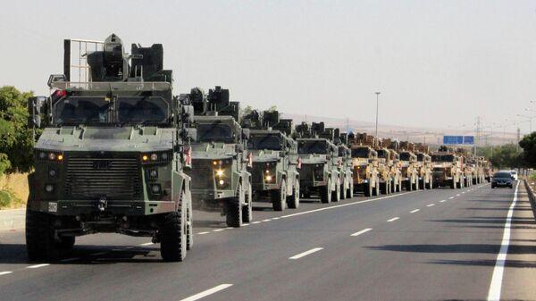 Колонна турецкой военной техники на турецко-сирийской границе. 9 октября 2019