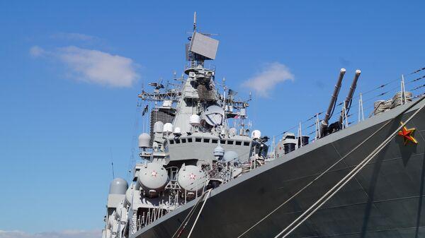 Ракетный крейсер  Маршал Устинов зашел в греческий порт Пирей.  9 октября 2019