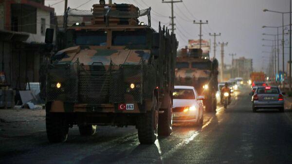 Колонна турецкой военной техники на границе между Турцией и Сирией. 9 октября 2019