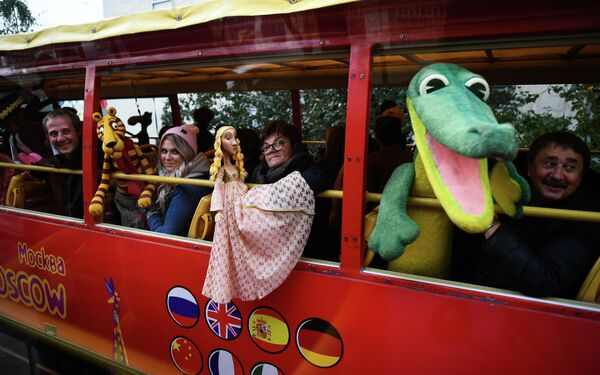 Парад кукол в Москве, проходящий в рамках открытия Х Международного фестиваля театров кукол имени Сергея Образцова