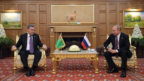 Президент РФ Владимир Путин и президент, председатель кабинета министров Туркмении Гурбангулы Бердымухамедов во время встречи. 11 октября 2019
