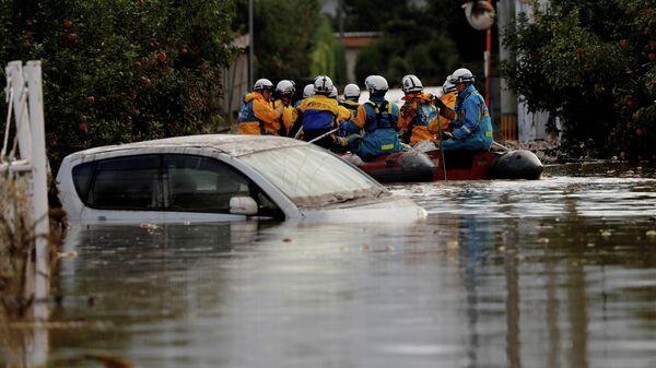 Спасатели обыскивают затопленную территорию после тайфуна Хагибис, Япония. 14 октября 2019