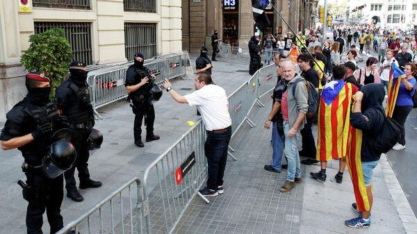 Акция протеста у здания Верховного суда Испании во время заседания по делу каталонских политиков. 13 октября 2019