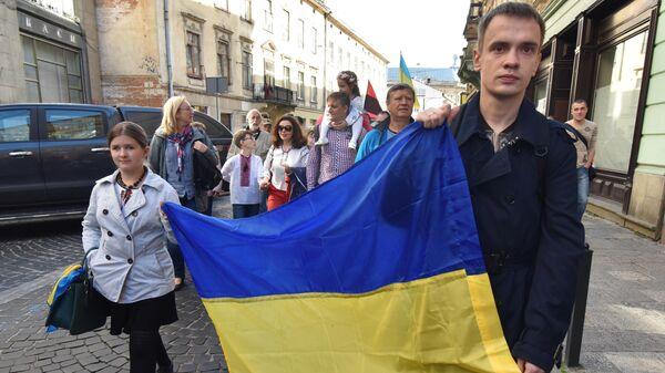 Участники марша Нет капитуляции!, приуроченного ко Дню защитника Украины во Львове