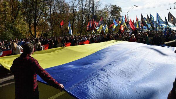 Участники неформальных объединений, активисты ряда украинских националистических, ультраправых организаций на марше, приуроченном ко Дню защитника Украины в Киеве