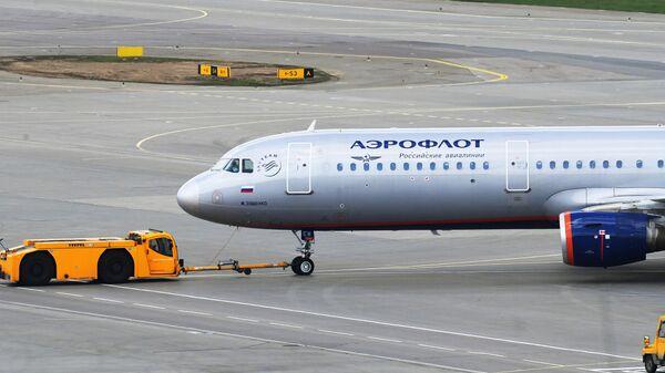 Самолет Аэрофлота Airbus A321-211 в аэропорту Шереметьево