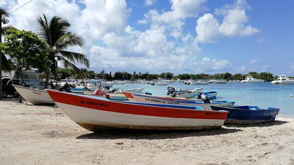Доминикана. Экскурсии на остров Саона начинаются от рыбацкой деревни Байяибе