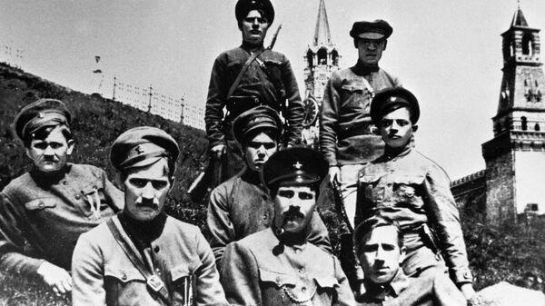 Латышские красные стрелки, охранявшие Кремль после переезда Советского правительства из Петрограда в Москву. 1918 год