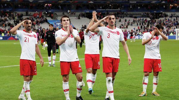 Футболисты сборной Турции после матча со сборной Франции