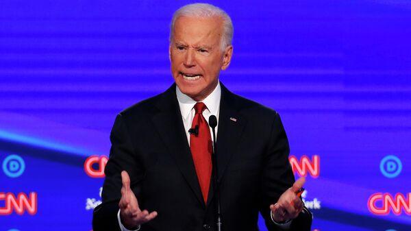 Кандидат в президенты США от Демократической партии Джо Байден во время дебатов, организованных CNN / The New York Times в Университете Оттербейн. 15 октября 2019