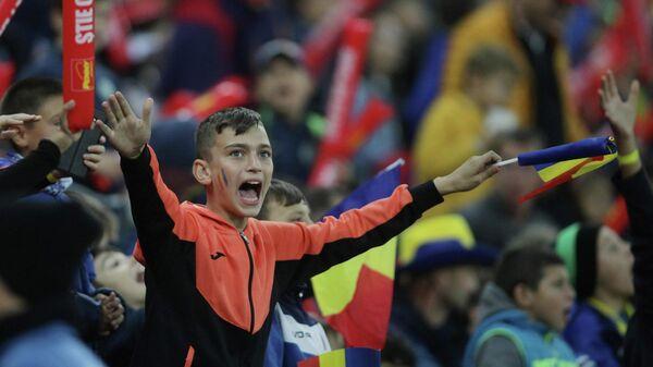 Юный болельщик на матче Румыния - Норвегия в Бухаресте