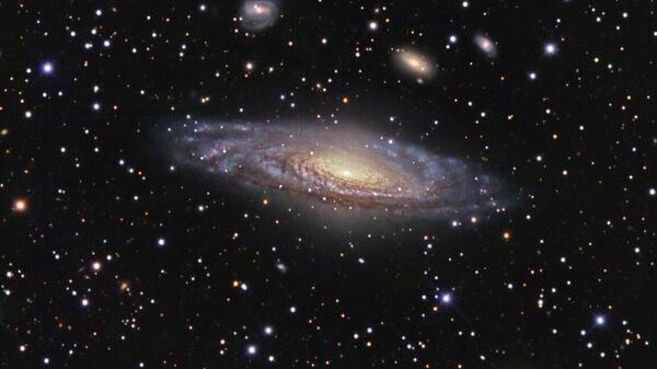 Спиральная галактика NGC 7331 и ее окружение