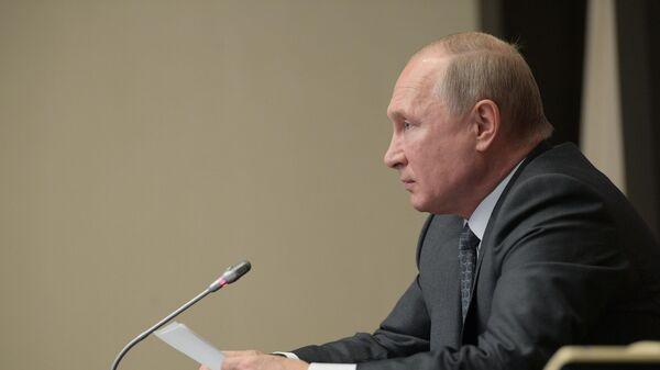 Президент РФ Владимир Путин проводит совещание по вопросам ликвидации последствий паводков в Иркутской области и на Дальнем Востоке