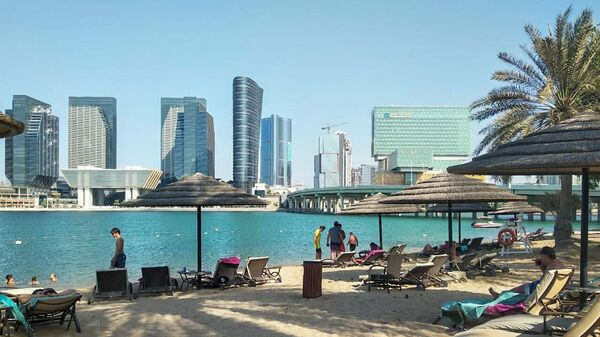 Пляж в Абу-Даби, ОАЭ