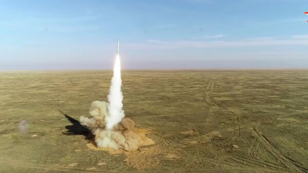 Пуск крылатых ракет расчетами ОТРК Искандер на учениях