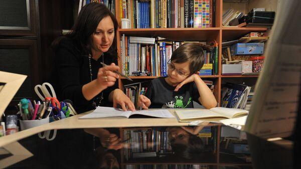 Домашнее обучение детей. Елена Гидаспова с сыном Матвеем