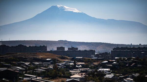 Вид на гору Арарат и город Ереван