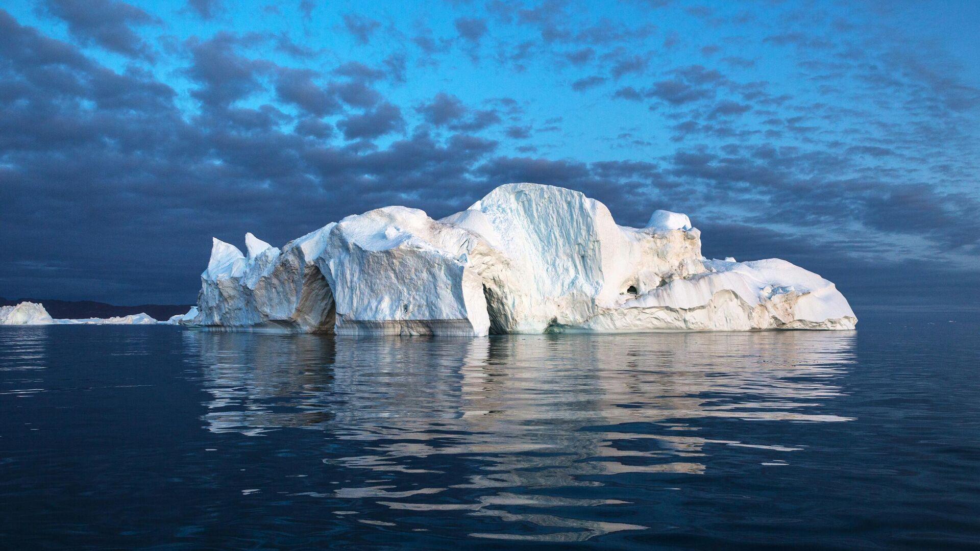 Айсберг в акватории острова Гренландия - РИА Новости, 1920, 31.08.2020