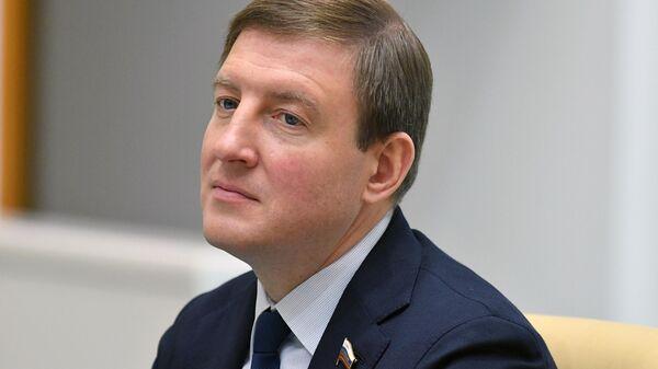Заместитель председателя Совета Федерации РФ Андрей Турчак на заседании Совета Федерации РФ