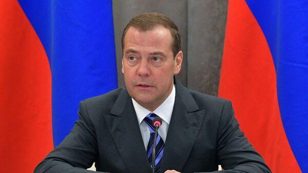 Председатель правительства РФ Дмитрий Медведев проводит совещание в ПАО Сибур Холдинг