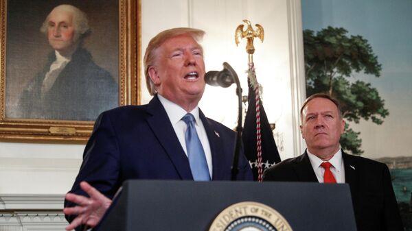 Президент США Дональд Трамп выступает с заявлением о конфликте в Сирии