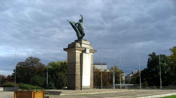 Памятник воинам Красной армии, погибшим при освобождении Чехословакии от нацистов, в городе Брно, Чехия