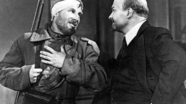 Кадр из фильма 1938 года Человек с ружьем режиссера Сергея Юткевича