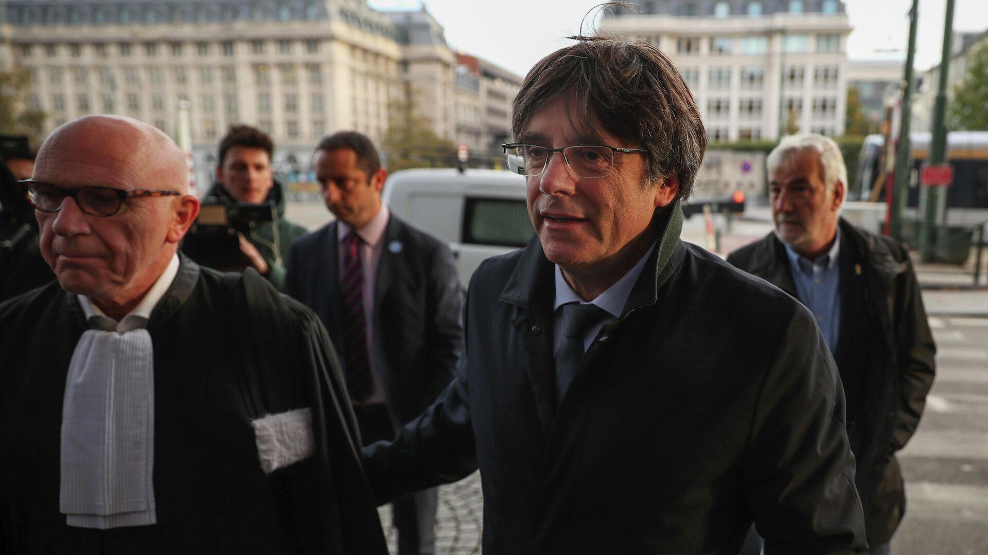 Экс-глава правительства Каталонии Карлес Пучдемон прибыл в суд в Брюсселе  - РИА Новости, 1920, 09.03.2021