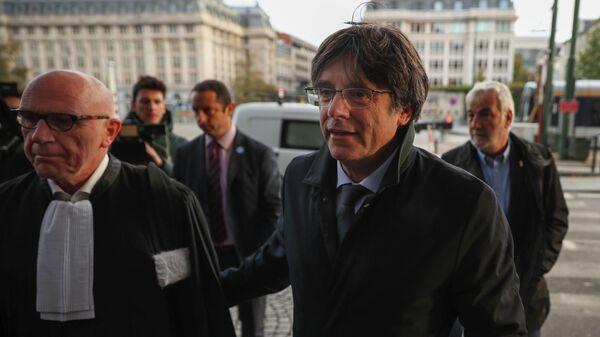 Экс-глава правительства Каталонии Карлес Пучдемон прибыл в суд в Брюсселе