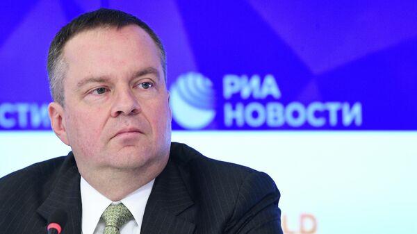 Замминистра финансов Алексей Моисеев во время презентации законопроекта о гарантированном пенсионном плане в МИА Россия сегодня