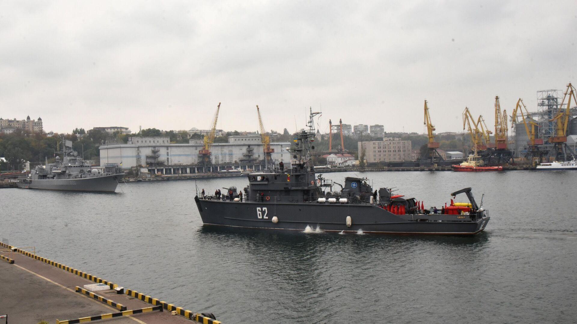 Один из четырех противоминных кораблей НАТО входит в порт Одессы - РИА Новости, 1920, 23.05.2021
