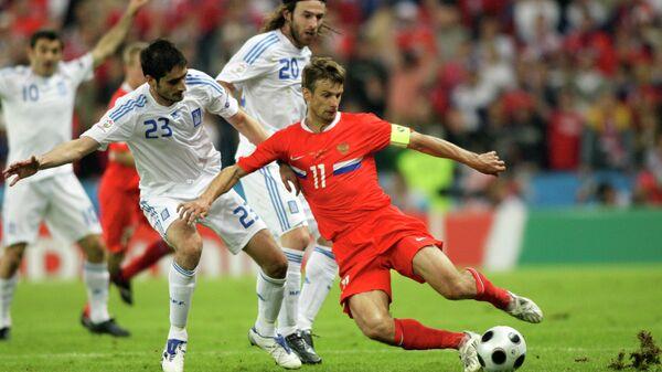 Игровой момент матча Россия - Греция на ЕВРО-2008
