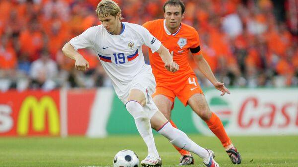 Игровой момент матча Россия - Нидерланды на ЕВРО-2008