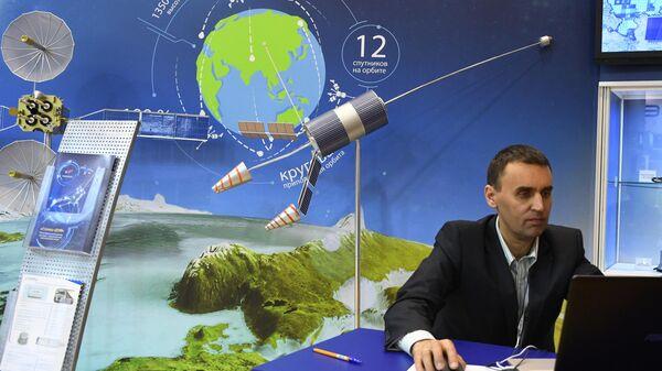 Спутниковая система Гонец, представленная на стенде госкорпорации Роскосмос