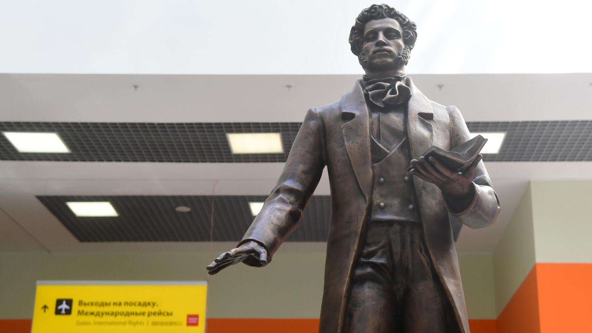 Памятник А. С. Пушкину в Международном аэропорту Шереметьево - РИА Новости, 1920, 18.10.2020