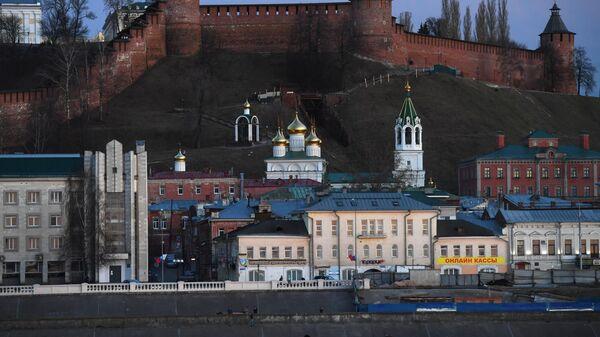 Вид на Нижегородский кремль и церковь Рождества Иоанна Предтечи в Нижнем Новгороде