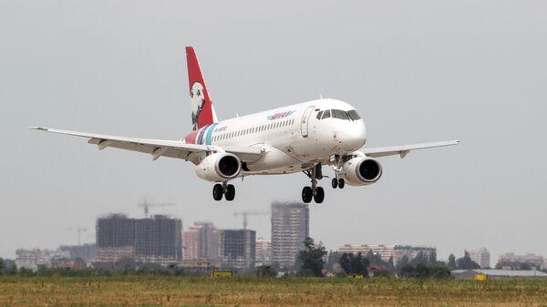 Самолет Sukhoi Superjet-100 авиакомпании Ямал