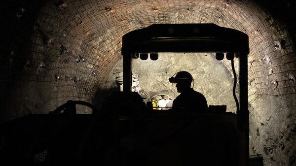 Добыча породы на руднике