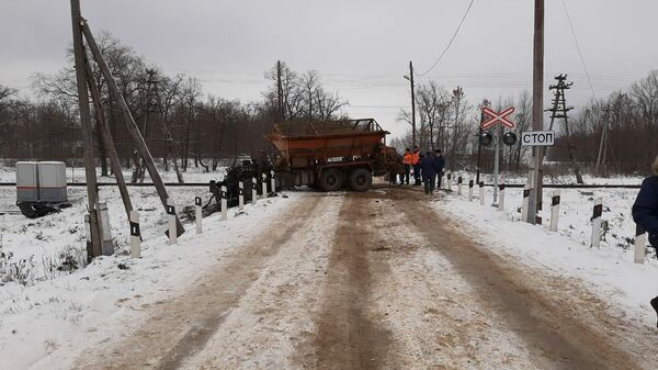 В Канашском районе Чувашии снегоуборочный автомобиль столкнулся с электричкой. 2 ноября 2019