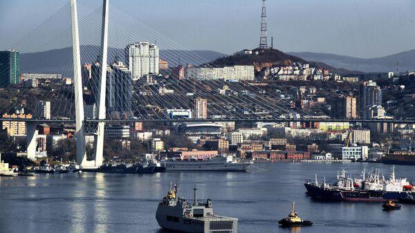Встреча боевого корабля ВМС Мьянмы в порту Владивостока