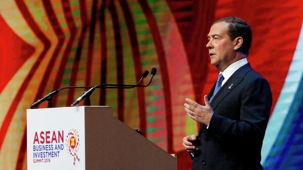 Председатель правительства РФ Дмитрий Медведев выступает на деловом инвестиционном саммите АСЕАН-2019 в Бангкоке