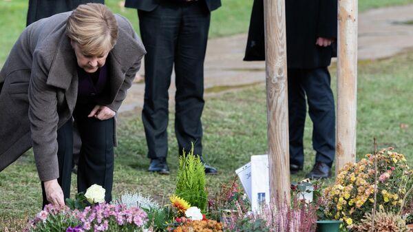 Канцлер ФРГ Ангела Меркель при возложении цветов к мемориалу жертвам правоэкстремистской организации NSU
