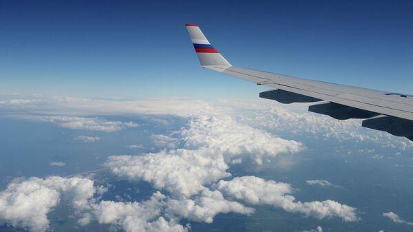 Вид из окна российского самолета во время полета