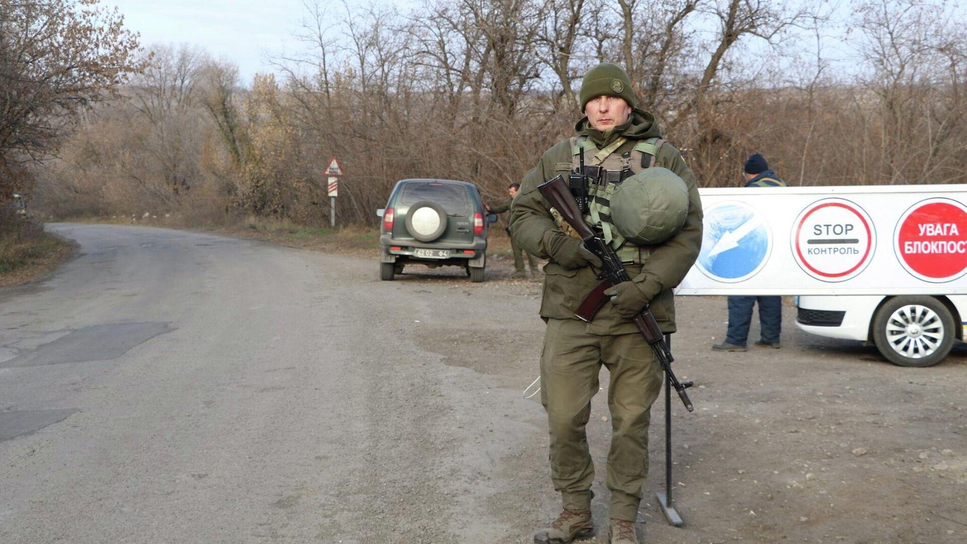 Украинские военнослужащие в районе поселка Золотое-4 - РИА Новости, 1920, 23.04.2021