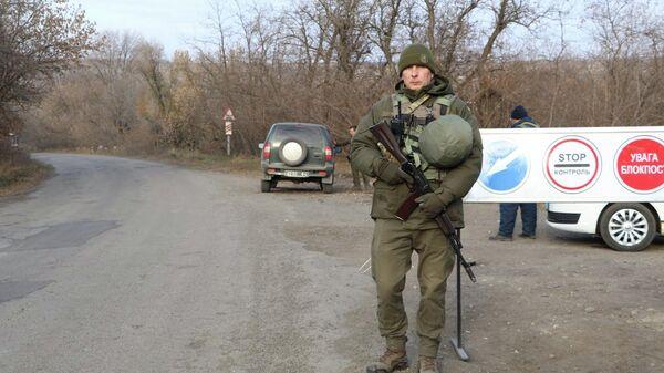 Украинские военнослужащие в районе поселка Золотое-4