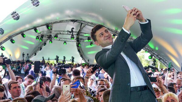 Президент Украины Владимир Зеленский на съезде партии Слуга народу